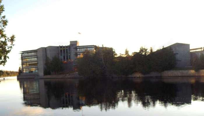Abierta convocatoria en la Universidad de Trent en Canadá para becas de pregrado