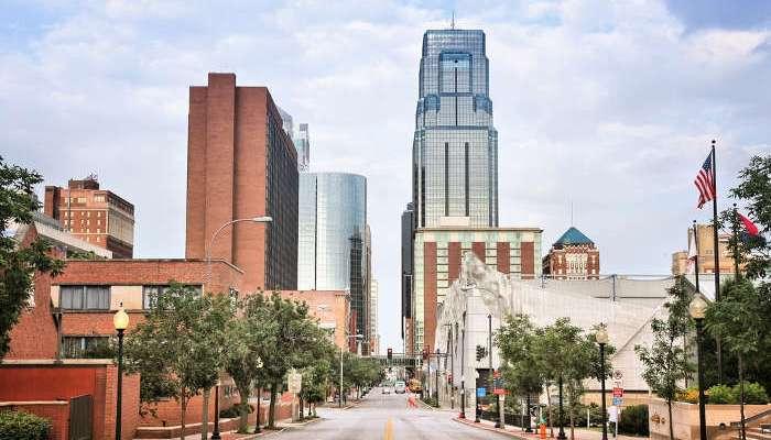 Se abre convocatoria de becas de inglés en Kansas