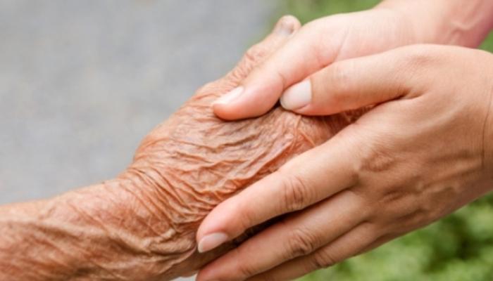 Crece la demanda de profesionales de atención sociosanitaria a personas dependientes