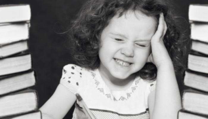 Los padres demasiado implicados en las tareas de sus hijos podrían frenar su desarrollo