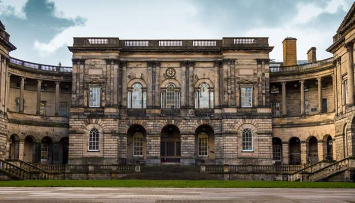 Sigue los pasos de Darwin y estudia en la Universidad de Edimburgo con beca