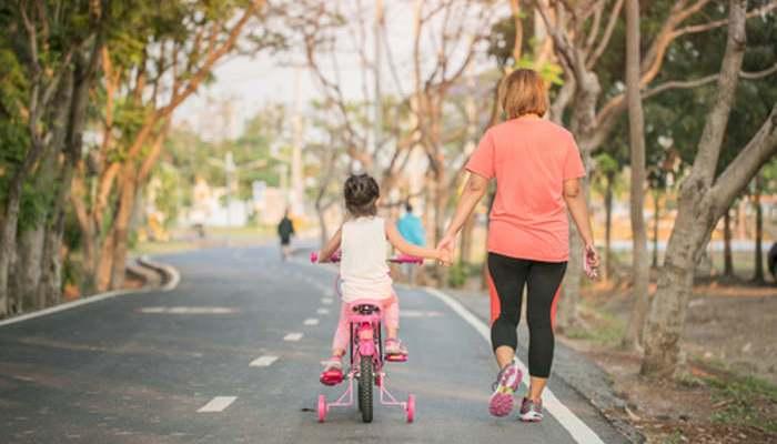 Deporte en familia: ¿cuánto tiempo dedicarle y qué ejercicios se recomiendan?