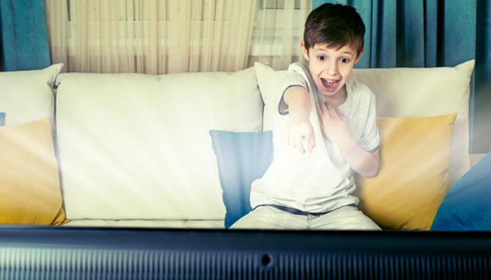 La mejor manera de lograr que tu hijo deje de estar pegado a la pantalla