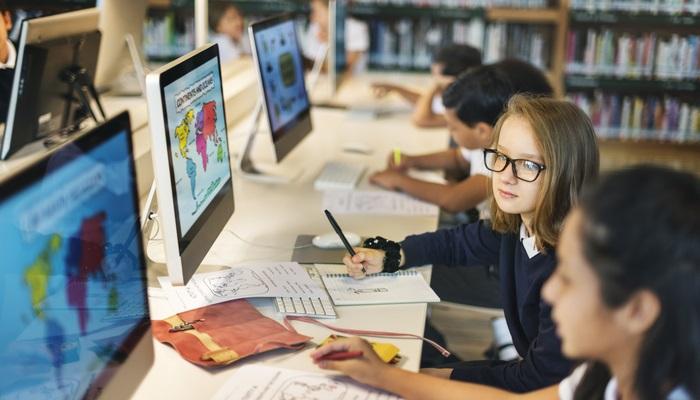 España, a la cabeza de la Unión Europea en ordenadores por alumno