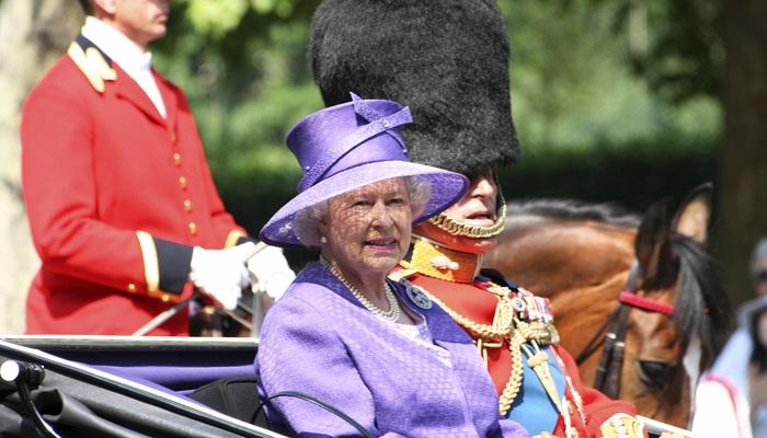 Conoce la peculiar oferta de empleo de Isabel II de Inglaterra