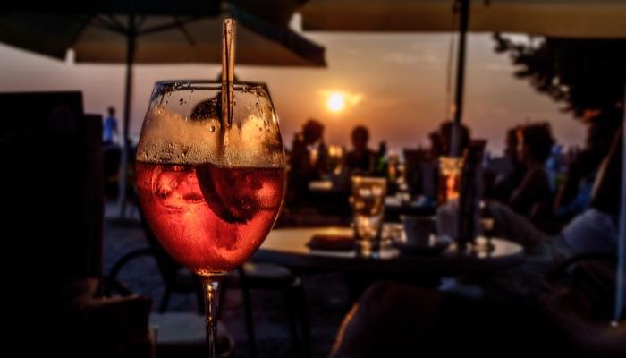 Discoteca de moda en Marbella busca personal entregado y con inglés