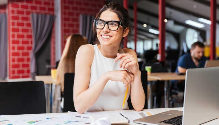 EAE Business School lanza la Beca a la Mujer Directiva Schneider Electric