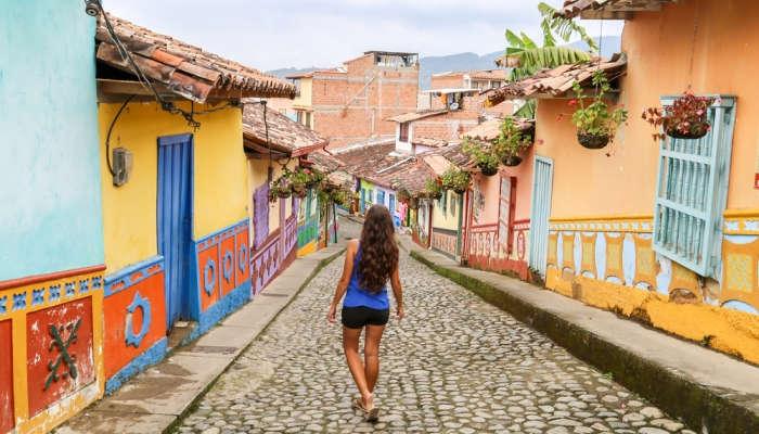 Prepárate para saltar el charco con estas becas de postgrado con destino Colombia