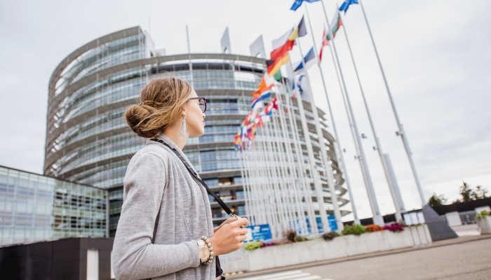 Europa busca lingüistas: plazas para profesionales en seis idiomas