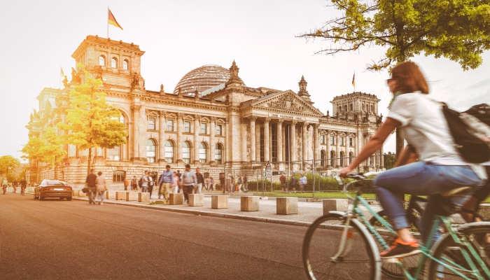 Trabajar en Alemania: nuevas vacantes para maestros de Infantil, farmacéuticos, recepcionistas y conductores