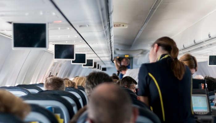 Cursos de CEAE para trabajar en profesiones de altos vuelos como TCP o Auxiliar de Vuelo