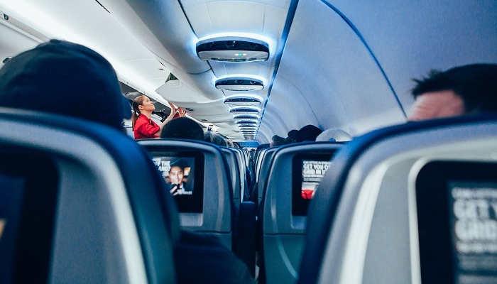 Azafata de vuelo, clave en las compañías aéreas para mejorar la experiencia de los viajeros