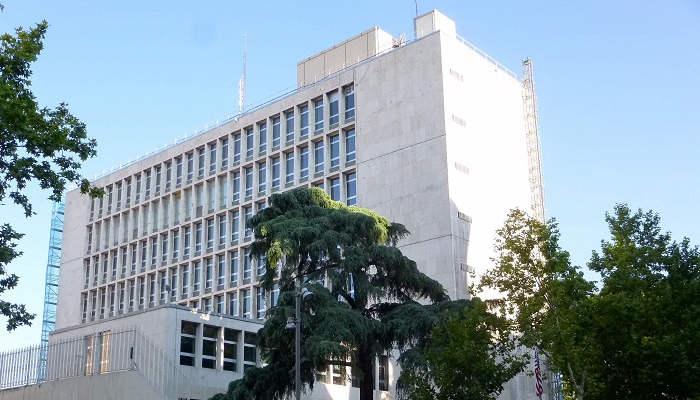 Trabajar en una embajada: requisitos, vacantes y formación que te abre puertas