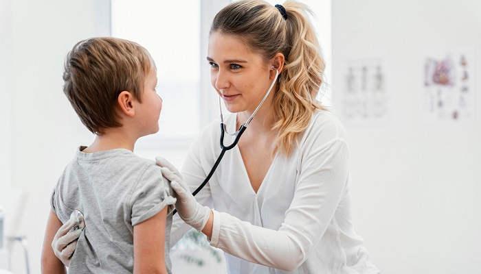 Cómo ser Auxiliar de Pediatría y formarte en una profesión 100% vocacional