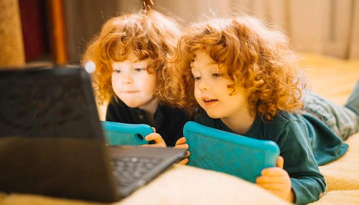 Los gestos y el habla van de la mano en el desarrollo del lenguaje de los gemelos